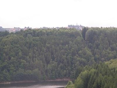 13. pohled z Velešína přes přehradu na Svatý Jan nad Malší(1)