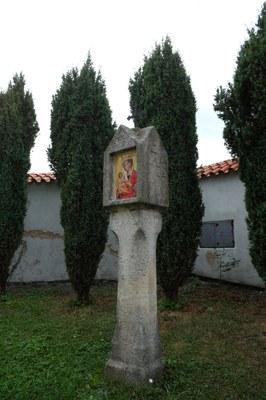 02 - Boží muka v areálu kájovského kostela
