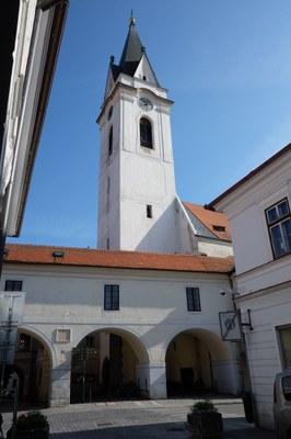 Kostel Panny Marie Královny a sv. Jiljí.jpg