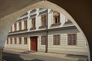 Budova - pohled z Kněžské ulice